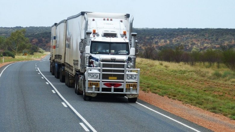 The Main Differences Between Truck Accidents and Car Accidents from a Legal Standpoint